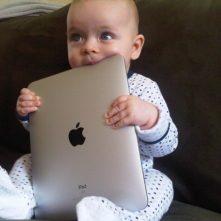baby-with-ipad-640x480